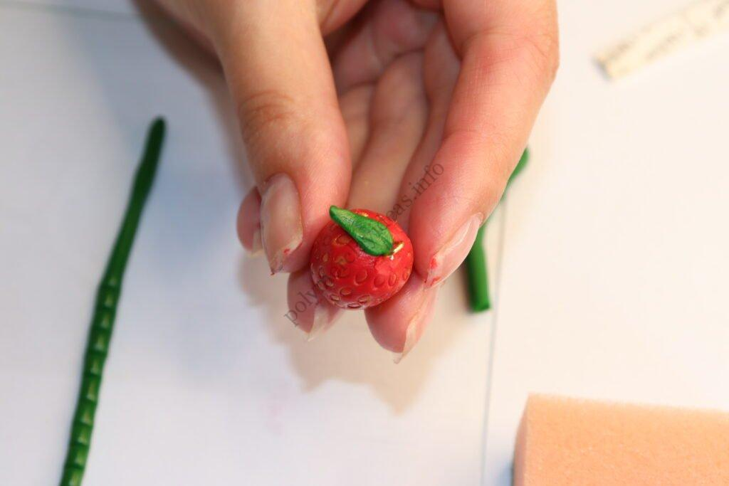 26 Strawberry earrings made of polymer clay