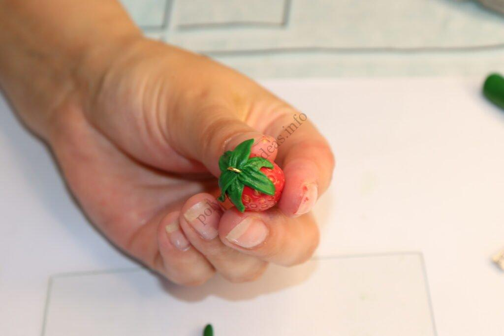 28 Strawberry earrings made of polymer clay