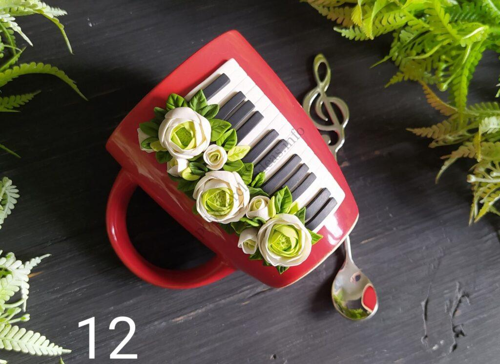 12. Such beautiful decor can be done using these Ranunculus flowers.